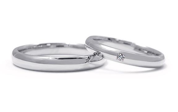 作りのよさを楽しむ自由鍛造の結婚指輪