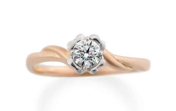 ダイアモンドを一輪の花にした婚約指輪