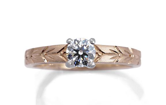 幸運の願いを込めた和彫りの婚約指輪
