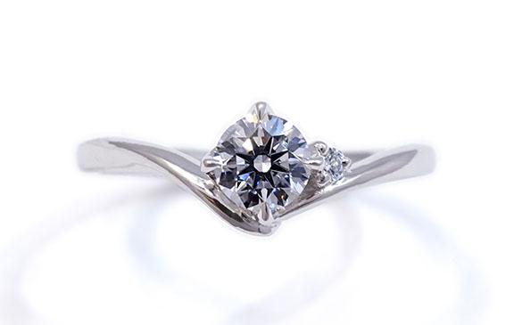 上質なVラインの婚約指輪