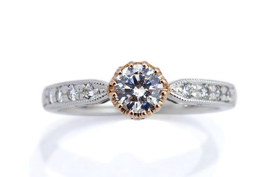 アンティークな雰囲気の12本爪婚約指輪