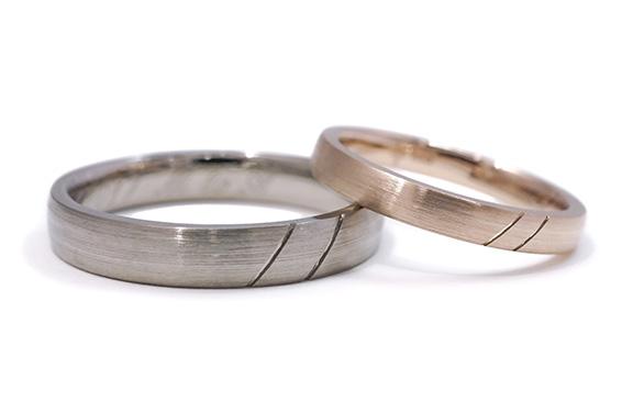 毎年の変化を楽しむシルクラインつや消し結婚指輪