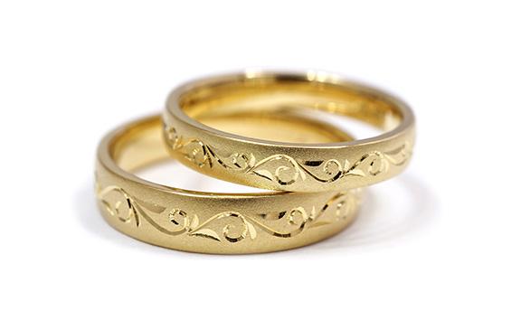 永遠を表す彫刻がぴったりつながる結婚指輪