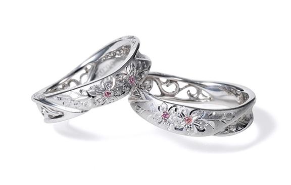 華やかな装飾が詰まった結婚指輪 匠花Ⅰ桜