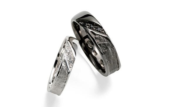 和紙の風合いをそのまま金属にした結婚指輪 葉漏陽
