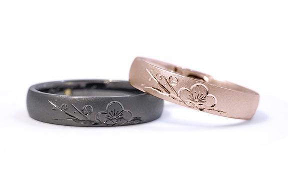 梅の花を一輪和彫りした結婚指輪