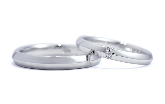 2つの面が輝く、豊かなボリュームの結婚指輪