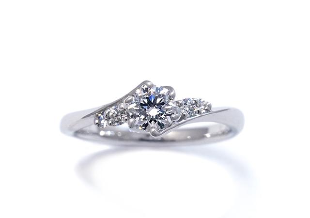 A様 (Pt 5つのダイヤが連なる婚約指輪)