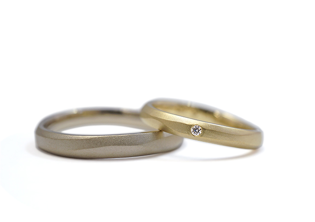 T様 (YG/シャンパンG 流木のような削り込みの結婚指輪)
