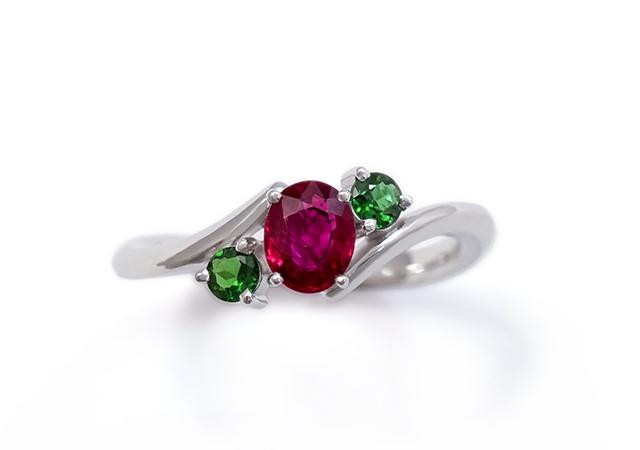 A様 (Pt 誕生石ルビーとグリーントルマリンの婚約指輪)