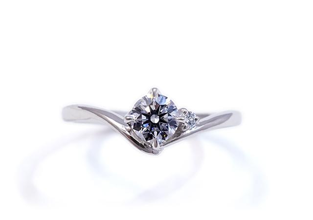 S様 (Pt 2つのダイヤが寄り添う婚約指輪)