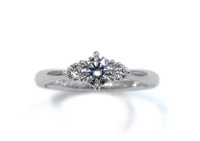 H様 (Pt 3つのダイヤが並ぶ婚約指輪)