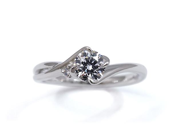 I様 (Pt 透かしとメレダイヤが印象的な婚約指輪)