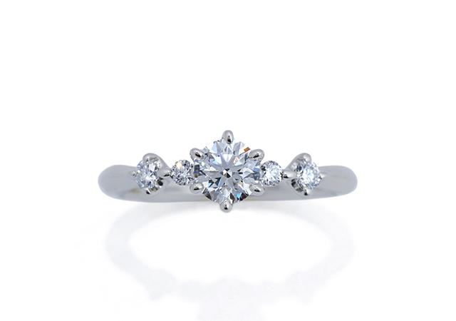 H様 (Pt ダイヤが並ぶ婚約指輪)