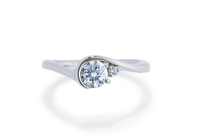 T様 (Pt ダイヤを包み込んだ婚約指輪)