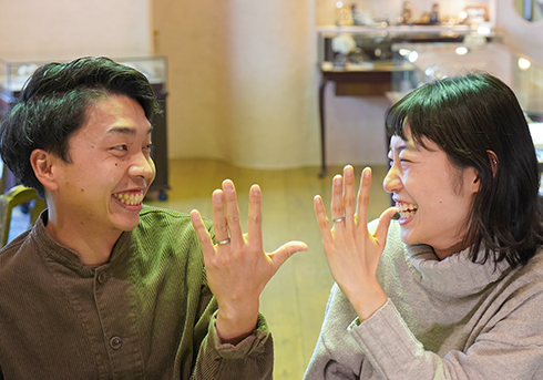 山下信太郎・髙田千鶴様 (Pt つや消しハンマーと指紋刻印の結婚指輪)