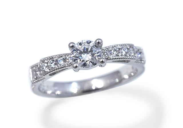 S様 (Pt リボンデザインの婚約指輪)