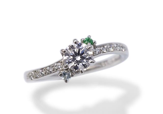 K様 (Pt 誕生石を添えた華やかなダイアモンド婚約指輪)