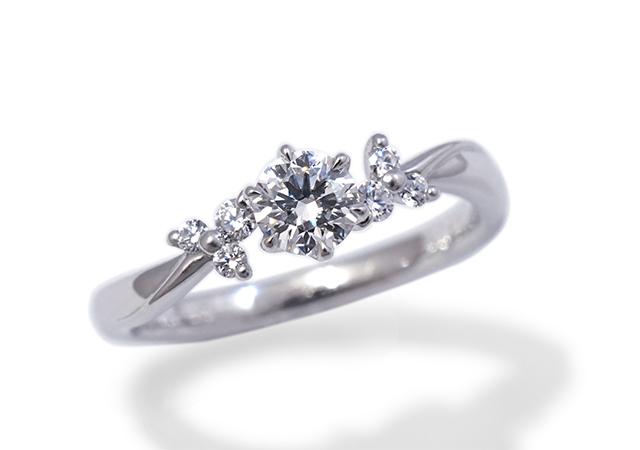 M様 (Pt ダイヤが星のように輝く婚約指輪)