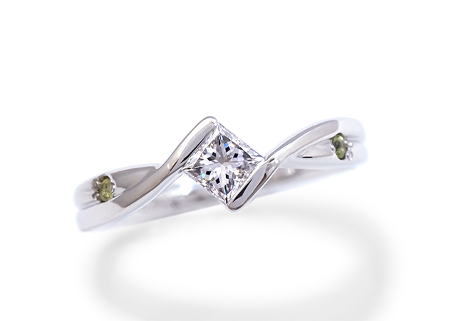 Y様 (Pt ペンダントのプリンセスカットダイヤを使った婚約指輪)